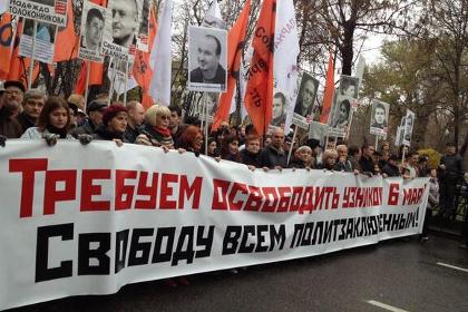 Участники марша в поддержку политзаключенных Фото из твиттера @marusia_bell