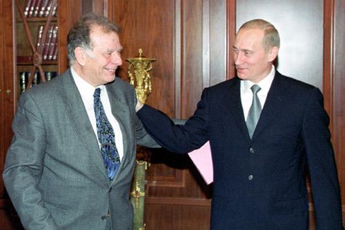 TAS 14: MOSCOW, OCTOBER 12. Russian President Vladimir Putin (right) congratulates Zhores Alferov, an outstanding Russian scientist, on winning the Nobel Prize -- the most prestigious international award. Alferov is the first Russian physicist to win a Nobel prize since 1978. (ITAR-TASS photo/ Sergei Velichkin, Vladimir Rodionov) ----- ÒÀÑ27 Ðîññèÿ, Ìîñêâà. 12 îêòÿáðÿ. Êðåìëå ñîñòîÿëàñü âñòðå÷à ïðåçèäåíòà ÐÔ Âëàäèìèðà Ïóòèíà ñ âûäàþùèìñÿ ðîññèéñêèì ôèçèêîì Æîðåñîì Àëôåðîâûì. Ãëàâà ãîñóäàðñòâà òåïëî ïîçäðàâèë ó÷åíîãî ñ ïðèñóæäåíèåì åìó Íîáåëåâñêîé ïðåìèè. Íà ñíèìêå: Â.Ïóòèí (ñïðàâà) è Æ.Àëôåðîâ âî âðåìÿ âñòðå÷è. Ôîòî Ñåðãåÿ Âåëè÷êèíà è Âëàäèìèðà Ðîäèîíîâà (ÈÒÀÐ-ÒÀÑÑ)